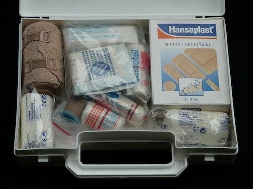Siempre llevar un botiquín o Kit de primeros auxilios en vuestro equipaje